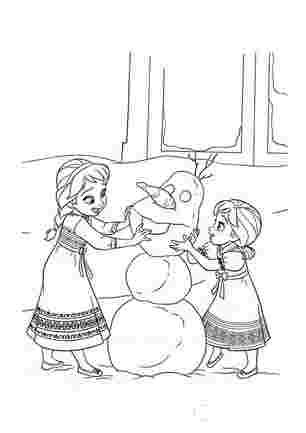 Анна і Ельза ліплять сніговика