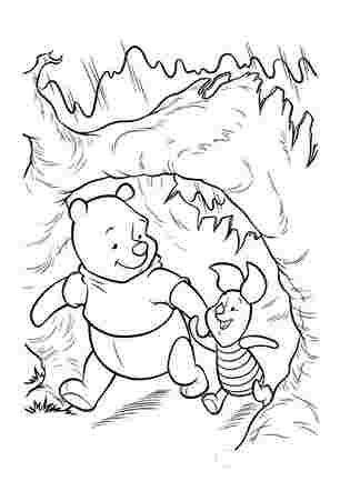 Вінні і П'ятачок гуляють у лісі