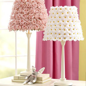Декор лампи штучними квітами