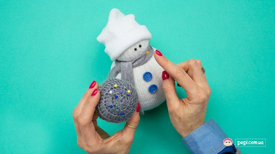 Сніговик із шкарпетки